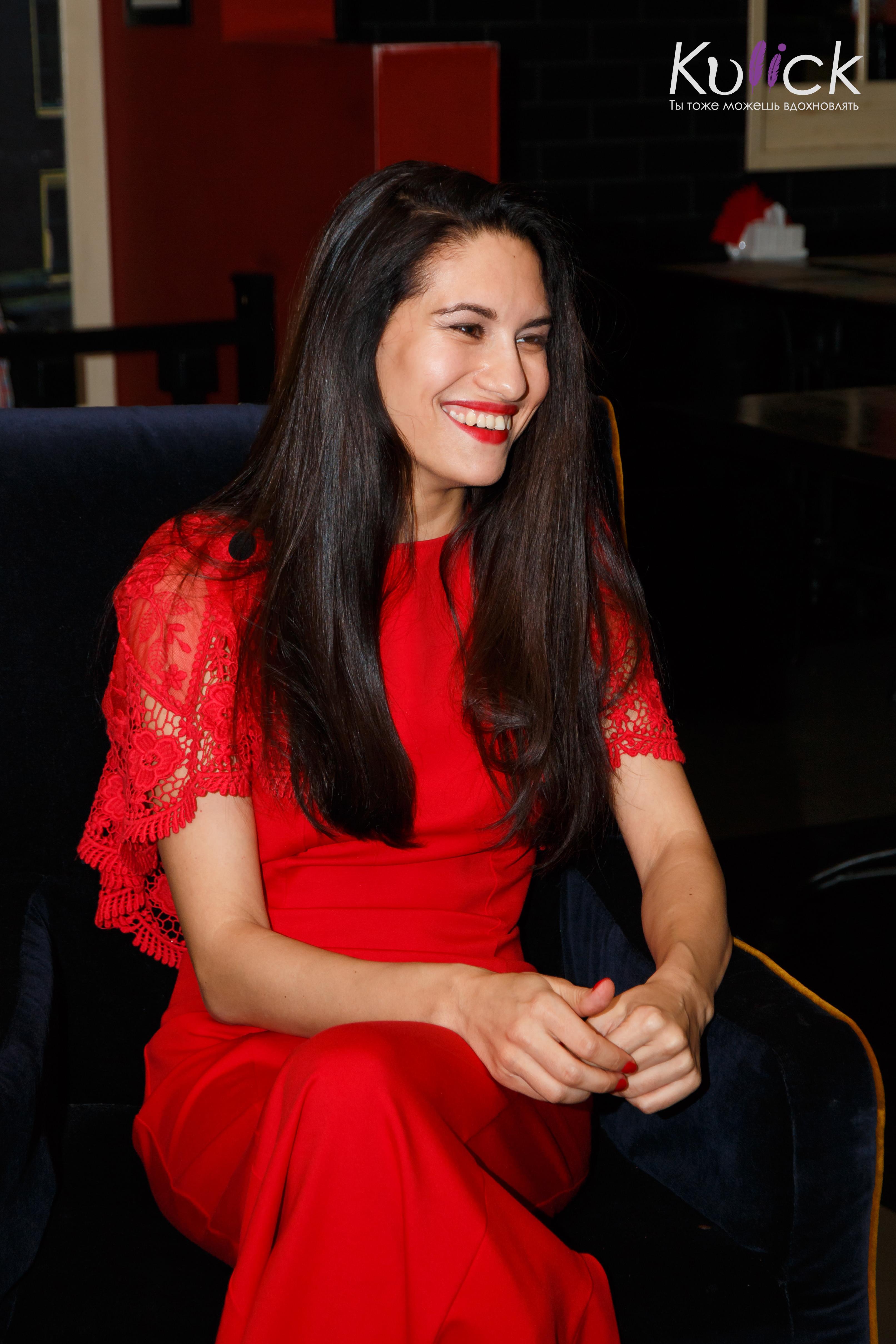 чайковская в красном платье